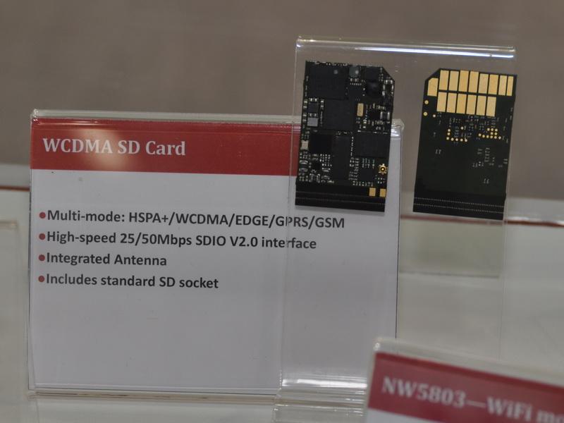 SDカード型のWCDMAモジュール。スタンダードSDパッケージで、SDIO対応のPCやタブレットに取り付けるだけで、3G通信が可能としている