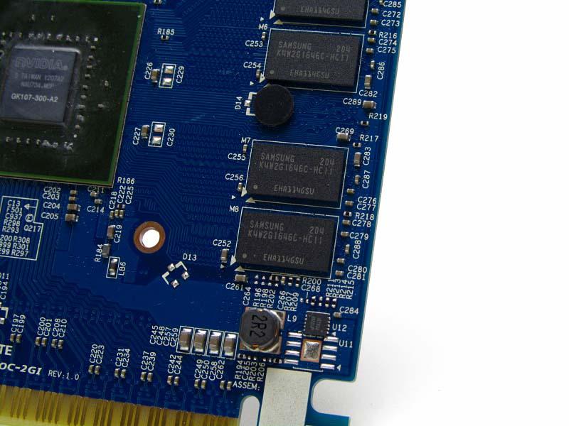 メモリはSamsungのK4W2G1646C-HC11
