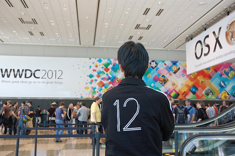 今年の参加記念品は昨年に続いて黒のフリース。背中には2012年をあらわす12の文字が刺繍されている