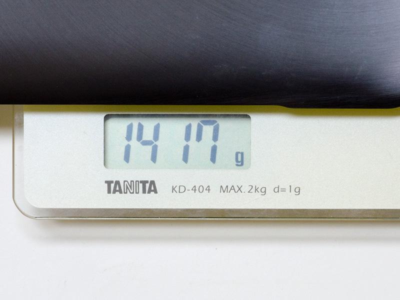 仕様よりは若干重く、実測で1,417gだった