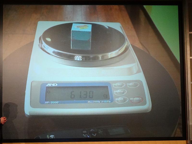 同じ体積のアルミはほぼ2倍の重量がある