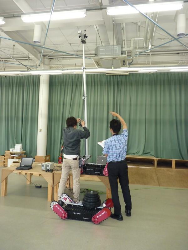 高所カメラを装備した支柱は3.1mまで伸びる