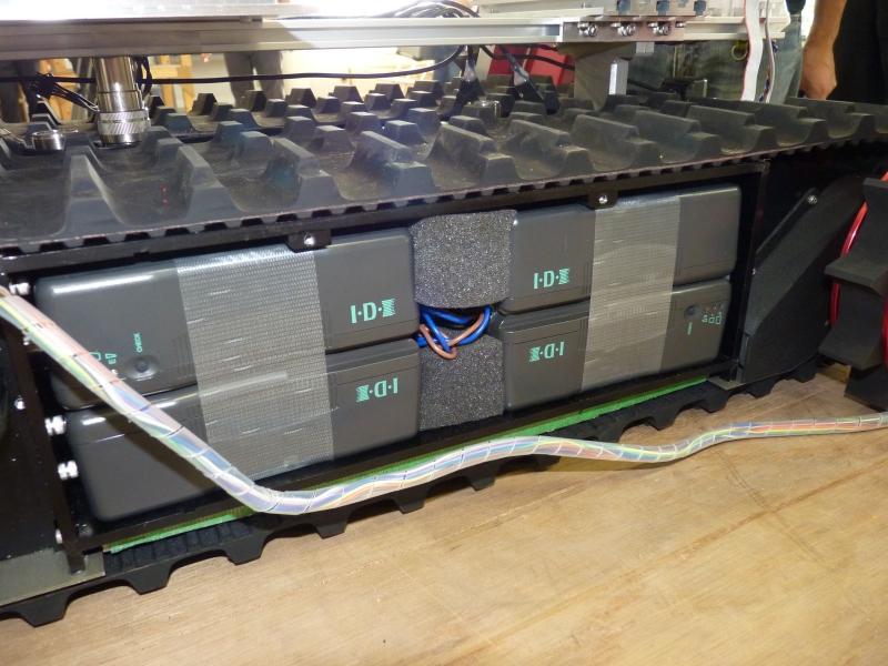 側面に搭載されたバッテリ
