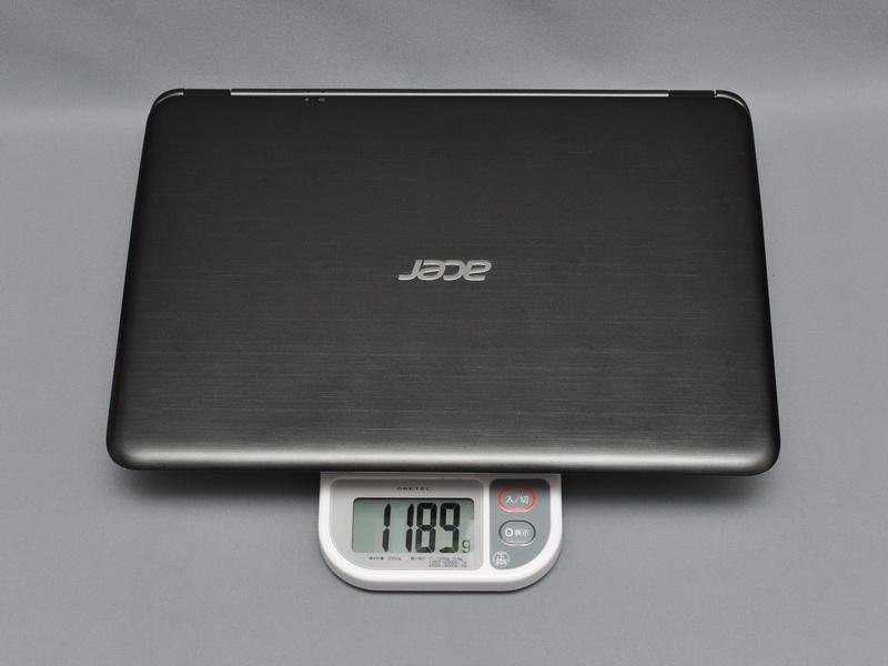 重量は実測で1,189gと1.2kgを切っている。13.3型液晶搭載のUltrabookとしては十分軽い部類に入る