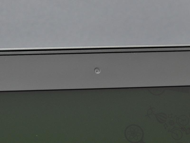液晶上部中央にはWebカメラを搭載