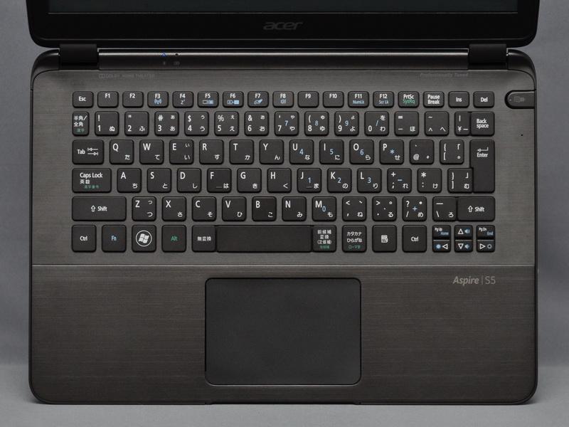 アイソレーションタイプのキーボードを搭載。ストロークが短くタッチも柔らかいが、クリック感はしっかりしている