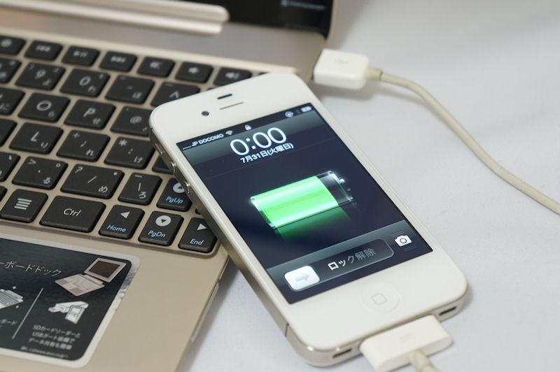 大容量バッテリを活かしてスマートフォンなどを充電することもできる
