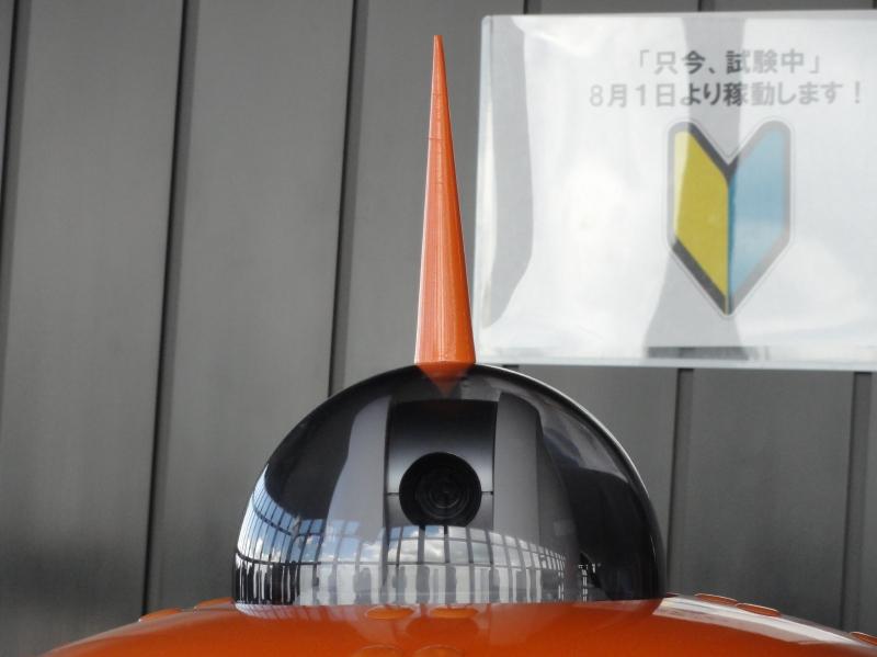 頭部先端のカメラと東京タワーをイメージした装飾の「アンテナ」