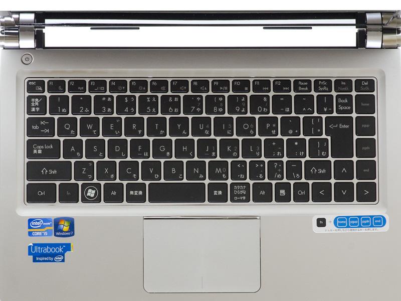 キーボードはアイソレーションタイプ。同社の仕様によるとストロークは約2mm