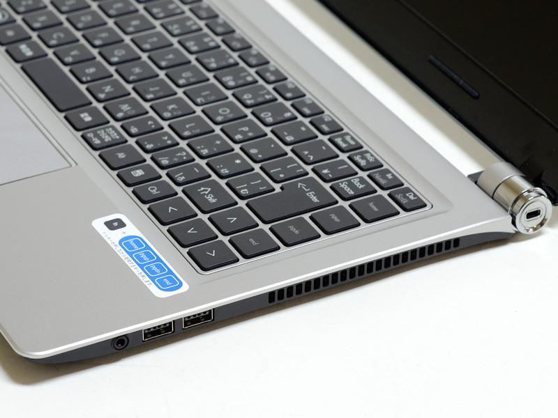 右側面。ケンジントンロック、USB 2.0×2、音声入出力