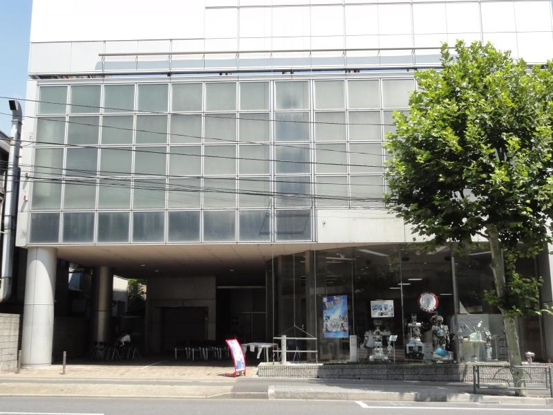 新RTフロンティア。早稲田通りの坂を少し上がったところにある