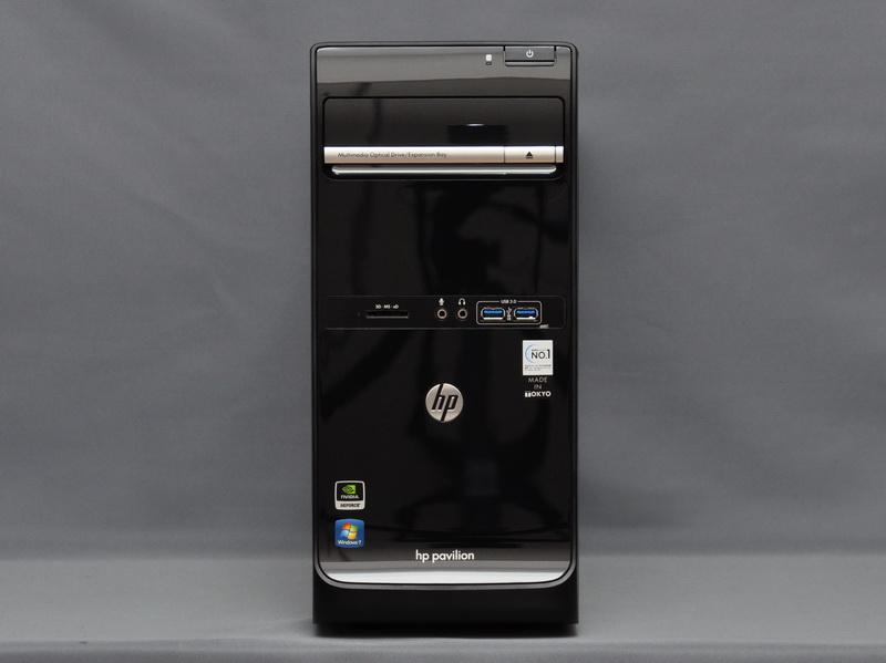 本体正面。幅が164mm、高さが368mmとコンパクトなミニタワーケースを採用。カラーはブラックで、正面は光沢塗装となっている