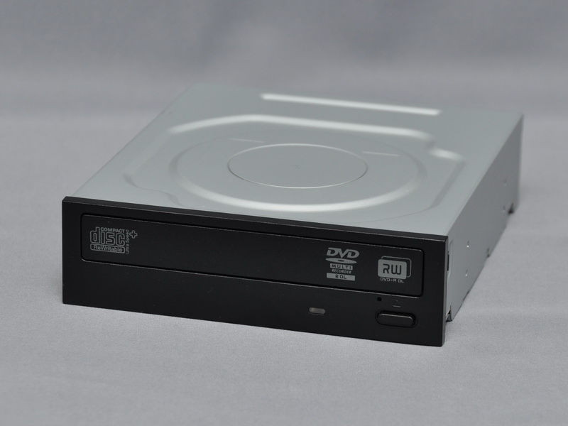 光学式ドライブは、DVDスーパーマルチドライブまたはBDドライブから選択する