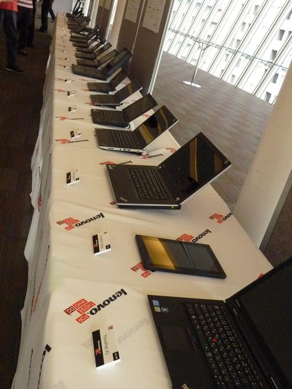 ずらりと並んだ歴代ThinkPad