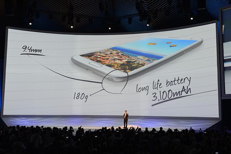 本体厚は9.4mm。重量は180g。バッテリ容量は3100mAhに大容量化