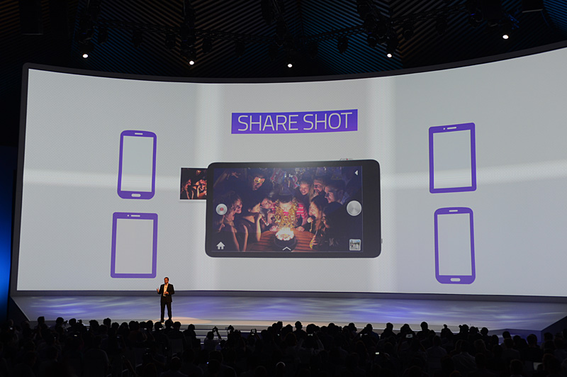 SHARE SHOT。GALAXY Cameraで撮影した写真を、他のスマートフォンやタブレットにそのままシェアできる