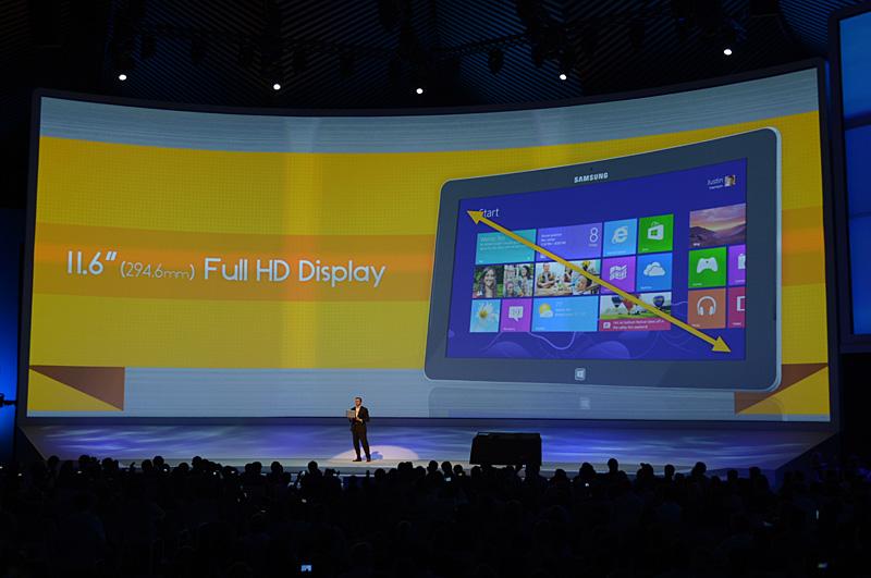 Pro向けとされる上位製品は11.6型のパネルがフルHDとなり、Core i5プロセッサを搭載。パネル部分の厚さは11.89mmと、エントリー向けよりは2mm程度厚くなる。重量は884g