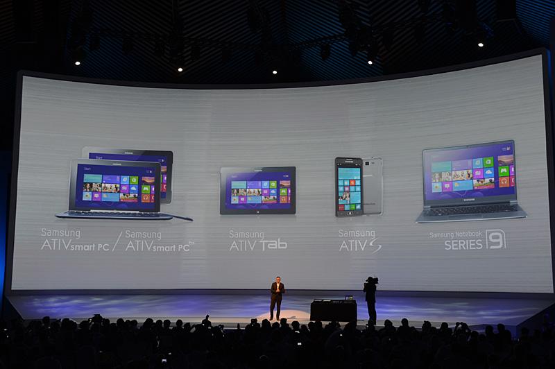 発表されたWindows関連製品は4カテゴリ。Windows 8がプリインストールされるディスプレイ、キーボードが分離されるSmart PCが2機種。Windows RTタブレットが1機種。Windows Phone 8端末が1機種、Series 9のノートブックが1機種。