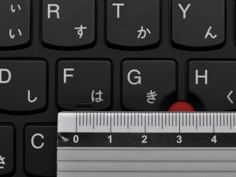 キーピッチは19mmとフルサイズだ