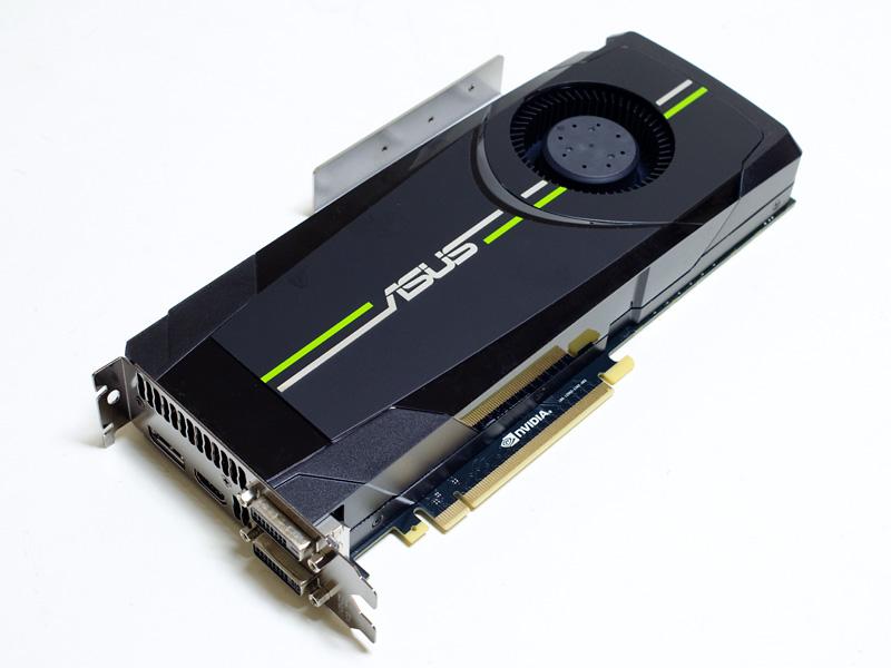 GPU。GeForce GTX 680(2GB)。DVI-D×2、HDMI出力、DisplayPort
