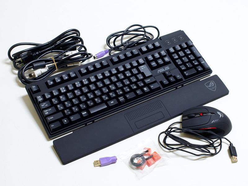 付属品。電源ケーブル、DVIケーブル、キーボード/パームレスト、USB→PS/2変換コネクタ、交換用のキートップ、4,000dpiの解像度を持つオリジナルゲーミングマウス「GX900」
