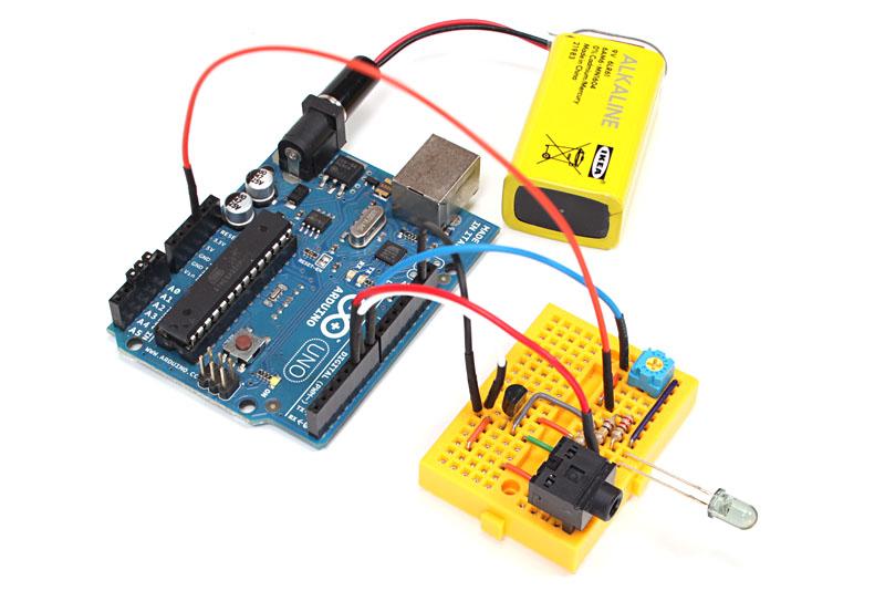 Arduino Unoは9V電池1個でも動作するので、簡単にカメラの前へ持っていけます