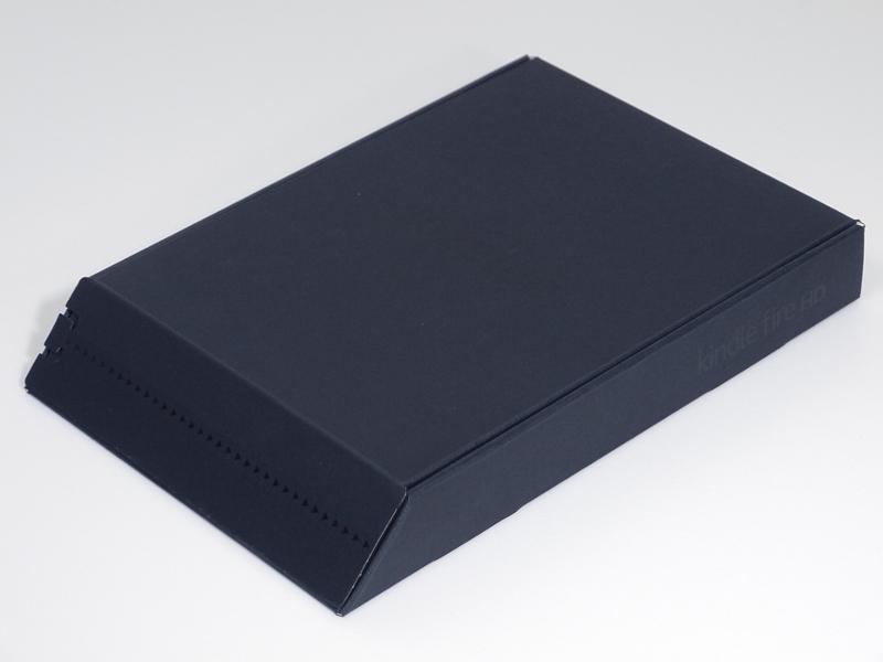 製品パッケージ。Kindle Paperwhiteなどと同じく、一片が斜めにカットされた特徴的な形状