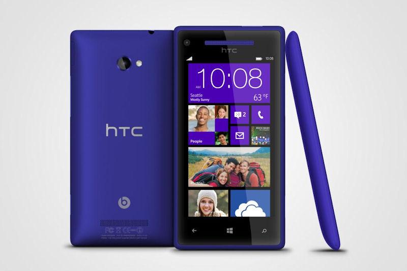 "「Windows Phone 8X by HTC」(左)などの端末が出ているWindows Phone 8や、MicrosoftのWindows RT端末「Sureface」(右)の""日本飛ばし""は残念な出来事となった"