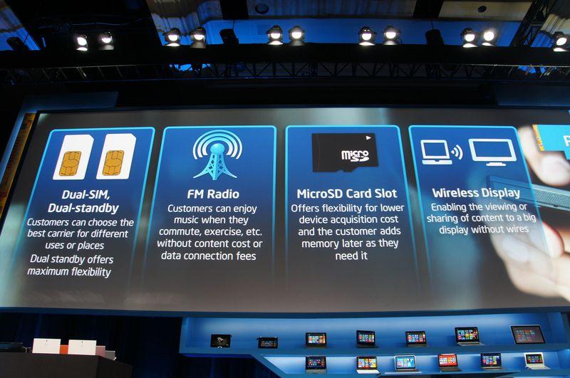 デュアルSIM、FM放送、microSD、WiDiに対応