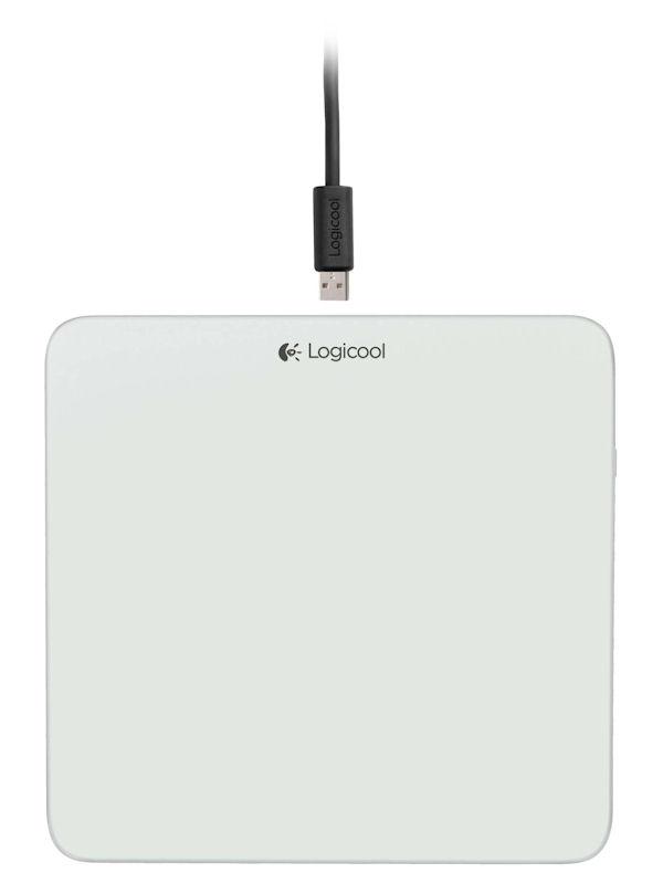 上面。Micro USB経由で充電を行なう