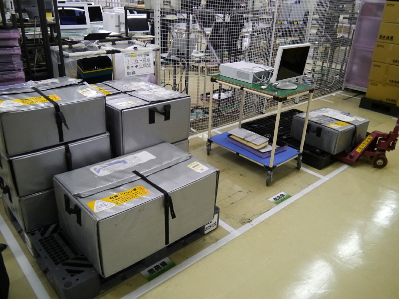 群馬事業場のNEC Refreshed PCの再生フロアに持ち込まれた中古PC