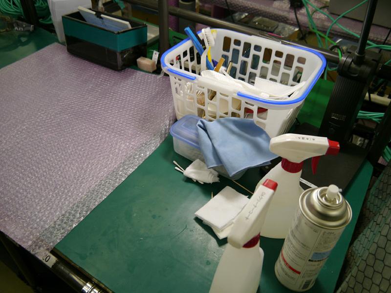 清掃工程。98%アルカリ電解水の独自開発のクリーナーを使用