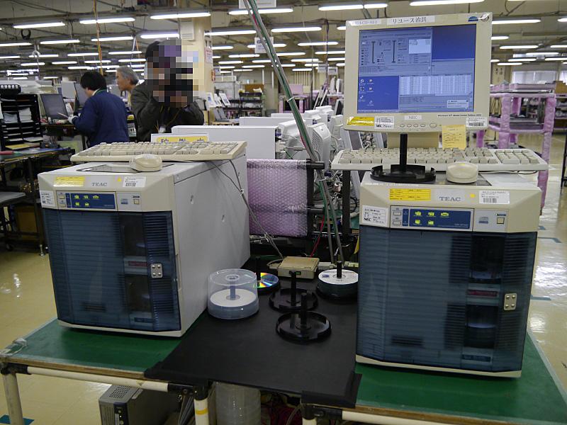電子マニュアルを作成する機器。1台ずつ異なるPCにも対応