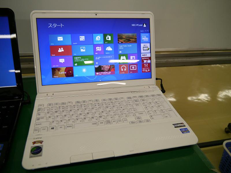 群馬事業場で生産されたWindows 8搭載のNEC Refreshed PC第1号製品