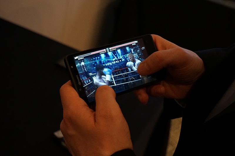 先日発表されたTegra 4iのリファレンスデザイン「Phoenix」。5型の1080pパネルを採用していながら厚さ8mmというスマートフォン