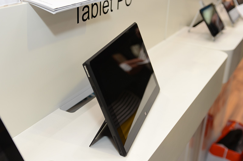 一見すると「Surface Pro」に見まがうデザイン