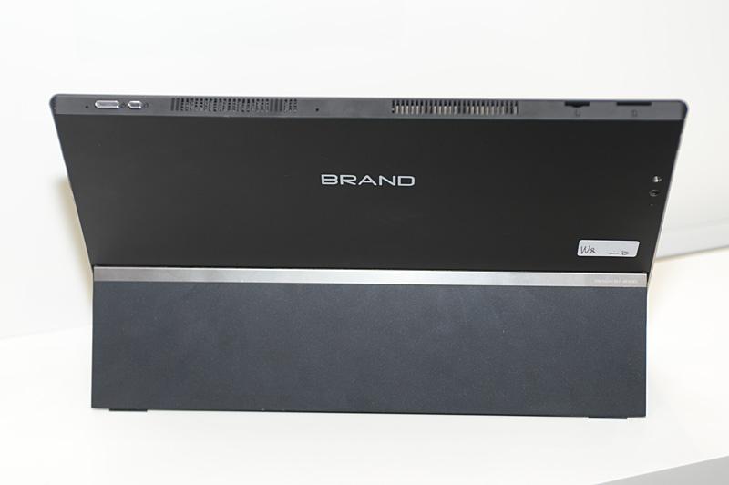 本体の背面。OEM向けということで、製品名の部分は仮に「BRAND」となっている