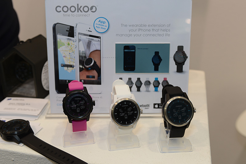 iOSデバイスに接続可能なアナログ腕時計「COOKOO」