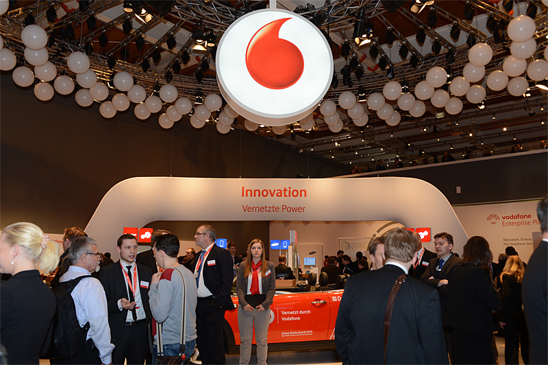 CeBITに出展した大手通信キャリア、VodafoneとDeutsche Telekom(ドイツテレコム)のブース。ほかにもドイツにはE-Plus、Telefonica系のO2といったキャリアもある