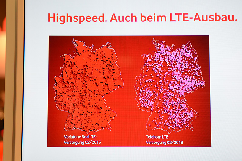 Vodafoneブースで紹介されているLTEのカバレッジ。Vodafoneによると800MHz帯を利用するVodafone側が現時点のカバレッジでは有利と説明した。もちろんドイツテレコム側の言い分は異なっている。RealLTEは、日本で言えばXi(クロッシィ)のようなサービスブランド名