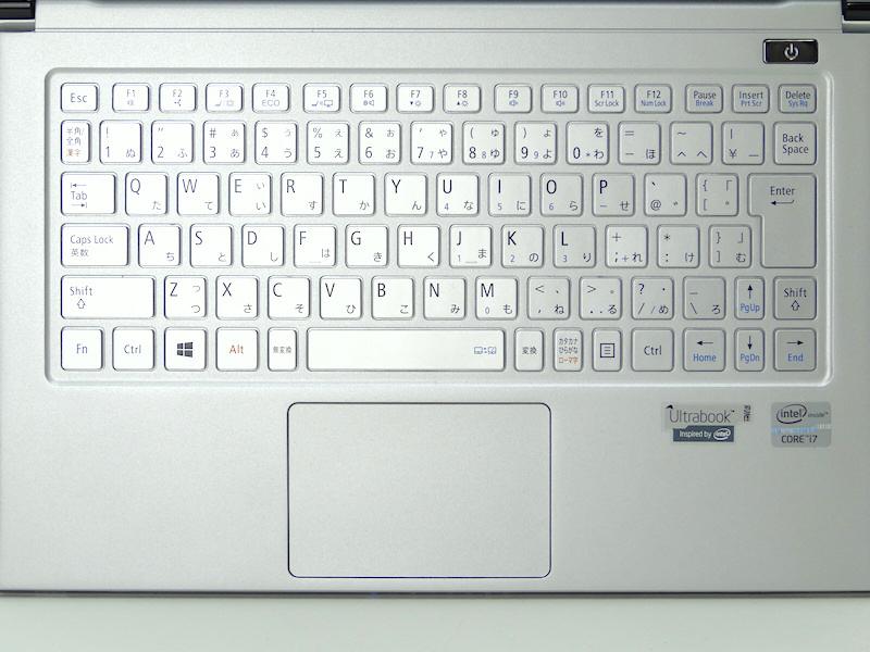 キーボード。ほぼフルピッチあるが、一部のキーは小さい