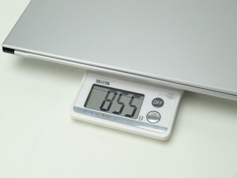 手元で測ると公称より20g軽い855gだった