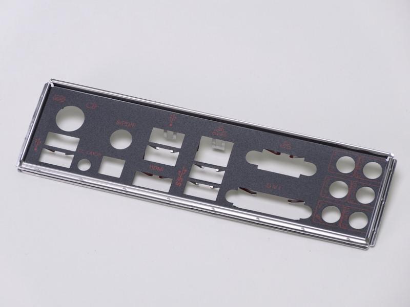 I/Oリアパネルも黒ベースに赤字というブランドイメージに沿ったデザイン