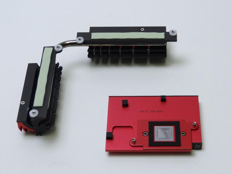 ヒートシンクとしてはシンプルなアルミ製のものだが、チップセットヒートシンクのベース部も赤いメッキが施されるなど、細かいところで力が入っている