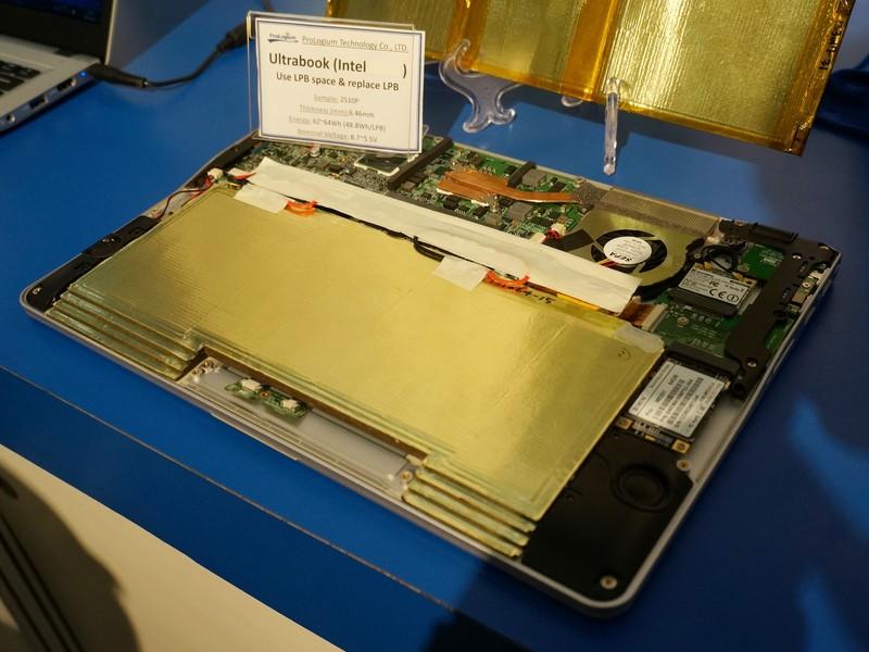 ProLogiumのFLCBを組み込んだ試作Ultrabook。FLCBを4枚重ねて実装しているが、実装方法はこれ以外にもさまざまな方法が考えられる