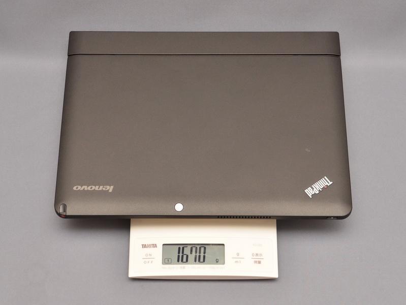 液晶部とキーボードドックを合わせた重量は、実測で1,670gと公称よりもわずかに重かった