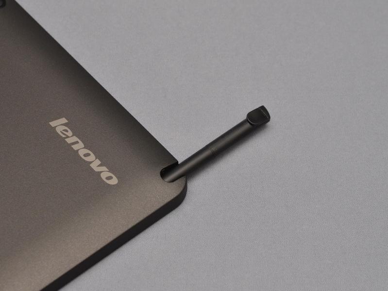 デジタイザペンは、液晶部に収納スペースが用意されている
