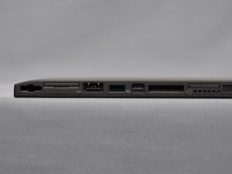 液晶下部側面には、USB 2.0×1とMini DisplayPortがある。また、SIMカードスロットも見えるが、日本では利用されない