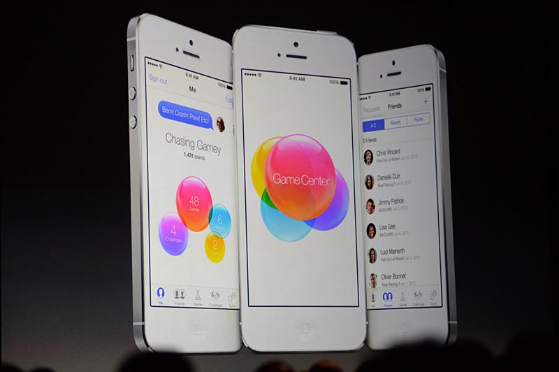 Game Center。iOS 6を使っている人は現在のGame Centerアプリを起動してみると、どれほど大きな見た目の変化が訪れたかよく分かるだろう
