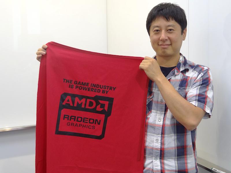 日本AMD森本竜英氏。手に持っているのはE3で配布したRadeonマント